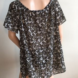 Michael Kors Tops - Michael Kors print top short sleeve Sz XL